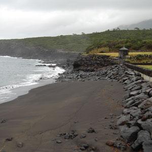 Reparação e reforço da orla costeira no caminho do farol – Prainha de S. Roque